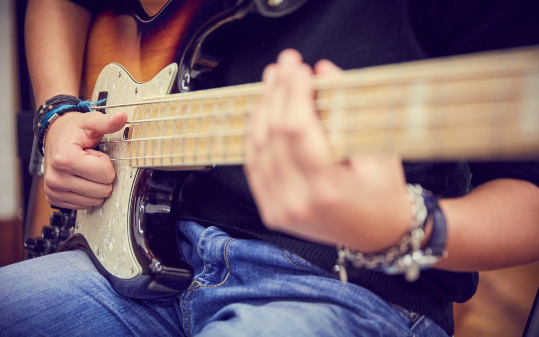 6 Benefits of Bass Guitar Lessons