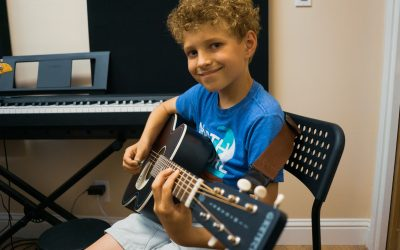 How to Choose an Acoustic Guitar for Kids